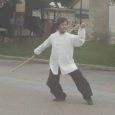 L'enchaînement «QUẦN DƯƠNG CÔN» du style Thái Cực Đường Lang (Tai Chi Tang Lang, Kung-Fu de la mante religieuse utilisant les principes du Tai Chi Chuan) exécuté par Vang-Thang Michel […]