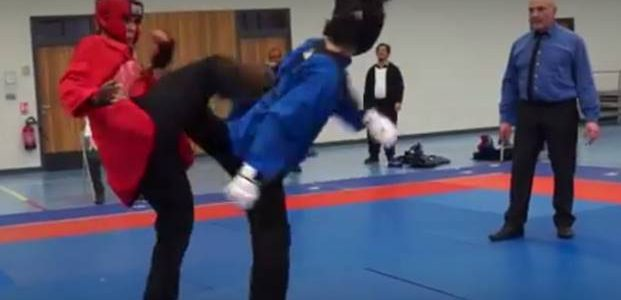 Affiche de l'évènement Le site de l'évènement Préparation auxcombats: Romain NGUYEN en veste bleue Crochetage de jambeau visage : Romain NGUYEN en veste bleue Retourné de jambe contre une attaque […]